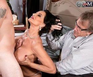 Analloving mature added to her cuckold economize on - part 4335