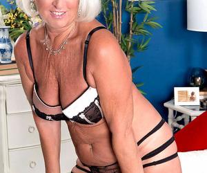 Grandma jeannie lou sucks a 24 year olds cock - part 1734