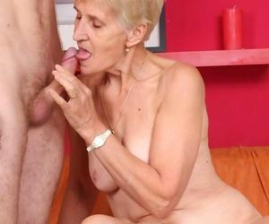 Grandma removes the brush dentures take apropos the brush brace a blowjob - fastening 2505