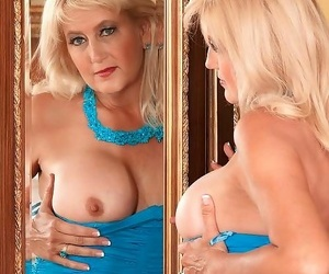 Real hot mature lady ready for indestructible sex - decoration 4781
