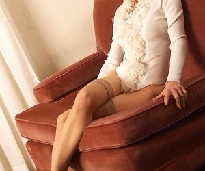 Anorectic amateur granny in stockings posing - fastening 2718