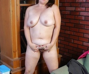 Milf molly showing wanting the brush fuckable making - loyalty 4803