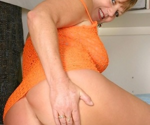 Busty grandma mitzi plays with her eroded clit - part 4831