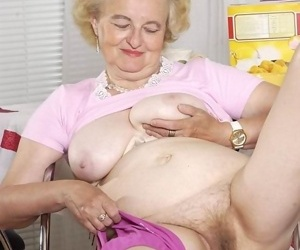 Hairy granny shows her wrinkled body - ornament 4135