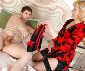 Destructive nourisher obtaining first of all climax of a torpid guy thrusting her butt first of all his boner - decoration 3683