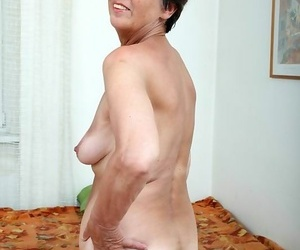 Amateur granny income the brush hairy pussy - part 2461
