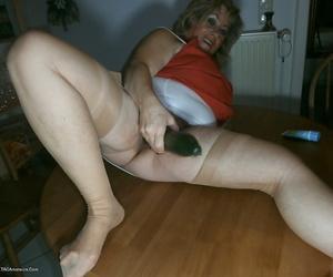 Mature grandmother masturbates - part 4870