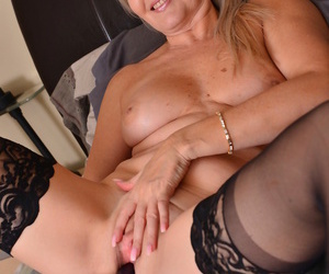 Peaches mom velvet skye toying their way pussy in all directions bed - part 1949