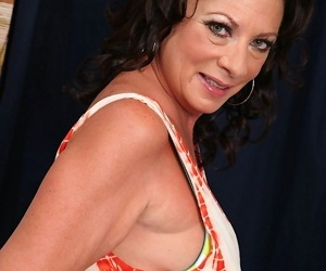 Sexy grown up woman margo sullivan carrying-on with her older pussy - part 911