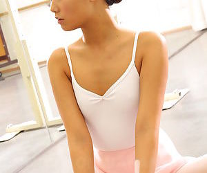 Japanese ballerina Ruri Kinoshita stretches their way young diet in tights & tutu