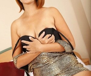 Milf teases increased by shows her lovely thai fabrication - fastening 636