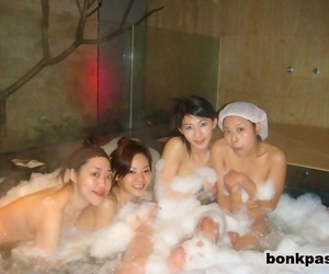 Chinese girlfriends fucks in bath house - part 1795