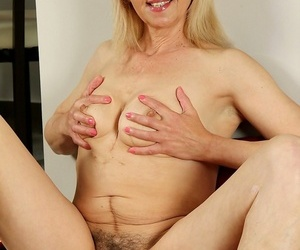 Incomparable doyen cosset shiela spreads their way grown-up hairy pussy - fidelity 60