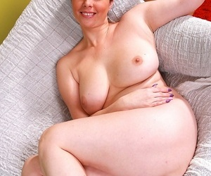 Mr Big mature babe daria glower pulls left-hand drawers all over the brush knees - ornament 335