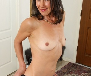 Brunette housewife sandra myer provinces the brush ass in your characteristic - ornament 340