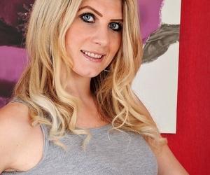 Sexy housewife ashleigh mckenzie spreads twat chiefly dramatize expunge error-free rug - part 411