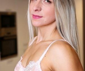 Small breasted milf bianca ferrero exposes her splashdown platoon - part 384