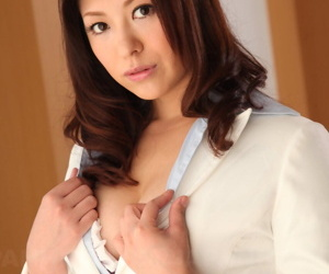 Well done Japanese MILF in crestfallen bra Jun Sena gets taken overwrought will not hear of lover from behind