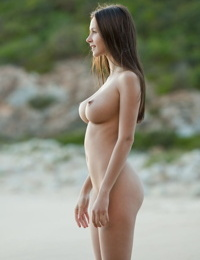 Sender perfect brunette Alisa I naked at the beach stretching her long legs