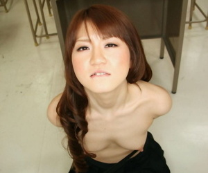 Topless Japanese comprehensive pleasures a cock surpassing say no to knees with bound wrists