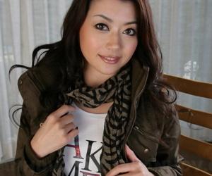 Japanese model Sayuri Shiraishi exposes upskirt tights concerning leather chauffeur