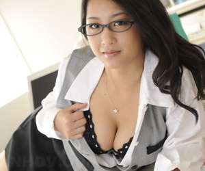 Beautiful Japanese office lady Satomi Suzuki displays say no to boobs at one\'s fingertips work place