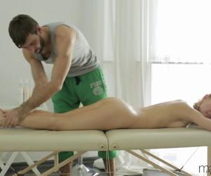 Russian girl Sabrina Moore drips sperm from twat after her masseur fucks her