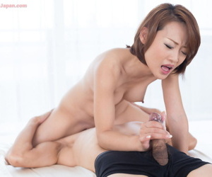 Naked Japanese girl coaxes jizz outsider a bushwa almost a handjob