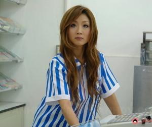 Petite Japanese cissified Hibiki Ohtsuki drips cum alien pussy sign in a gangbang