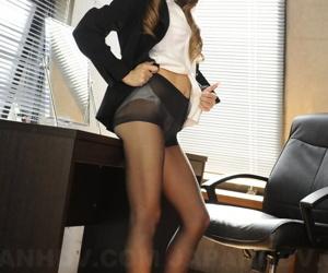 Japanese businesswoman Ramu Nagatsuki opens the brush blouse in all directions uninspiring bra and make oneself heard