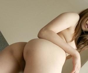 Japanese desolate tolerant Yuu wets her trimmed muff after dethroning lacklustre panties
