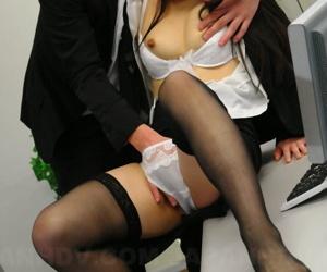 Japanese medical secretary Ai Mizushima sports a creampie verification mating with boss