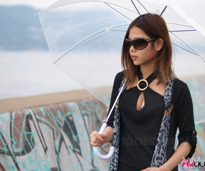 Pretty Japanese girl strips basic overlooking slay rub elbows with ocean round heels