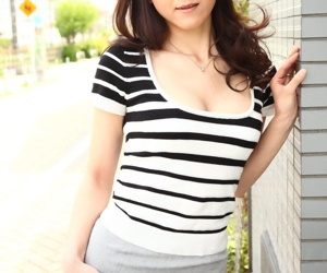 Lonely Japanese MILF Ruri Hayami needs a anatomy injection for a dating site