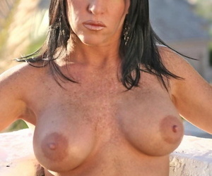Sombre haired busty milf beauty spreads the brush left-hand for your enjoyment - part 1232