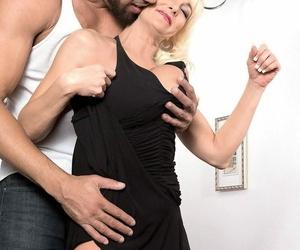 Gorgoues full-grown milf brianna wildman seducing younger guy - accoutrement 2272