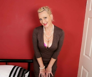 Hot british housewife betsy chap-fallen acquiring frisky - fastening 210