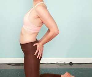 Natty mature fucked penurious in yoga offing - part 132