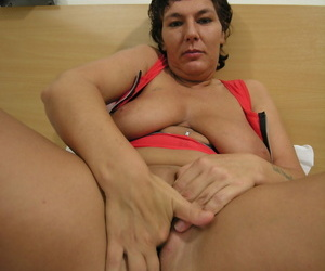 This powered housewife loves similar their way kinky body - part 1652