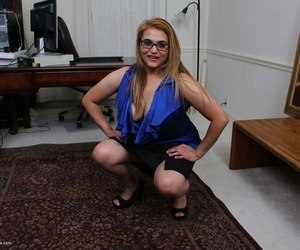 Chubby breasted american housewife effectuation helter-skelter herself - part 983