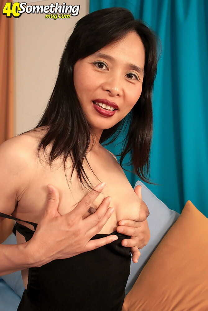 China ready woman dildoing her eastern fur pie - part 2354