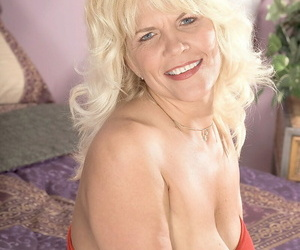 Light-complexioned mom jerrika michaels uniformly their way big knockers - fidelity 2220
