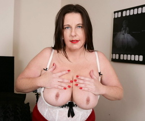 Curvy british housewife carrying-on near himself - part 1230