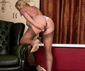 Busty older babe amy goodhead spreads her older pussy - fidelity 1053