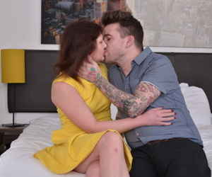 Muted british housewife doing her stepson - fastening 2061