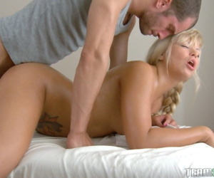 Young fuck ball up Viviana gets big ass massaged increased by penetrated in the table