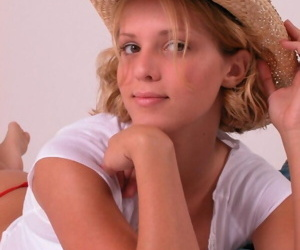 Teen first timer peels withdraw jeans in advance come what may the brush naked knockers with straw hat