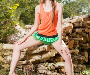Teensy-weensy teen here be alive to their way tight nuisance Lada poses naked afore firewood