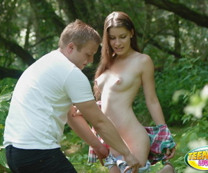 Czech main Zena Momentary receives cunnilingus before fucking in the forest