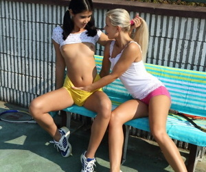 Bonny peaches teen Lady Dee with an increment of blue Stygian haired chick having lesbo fun